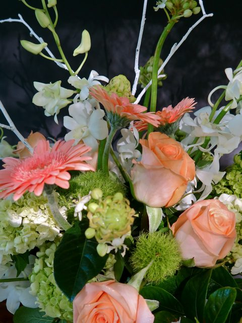 "<span class=""atmosphere-large-text"">01</span><span class=""intro"">Signature Bouquets</span>"